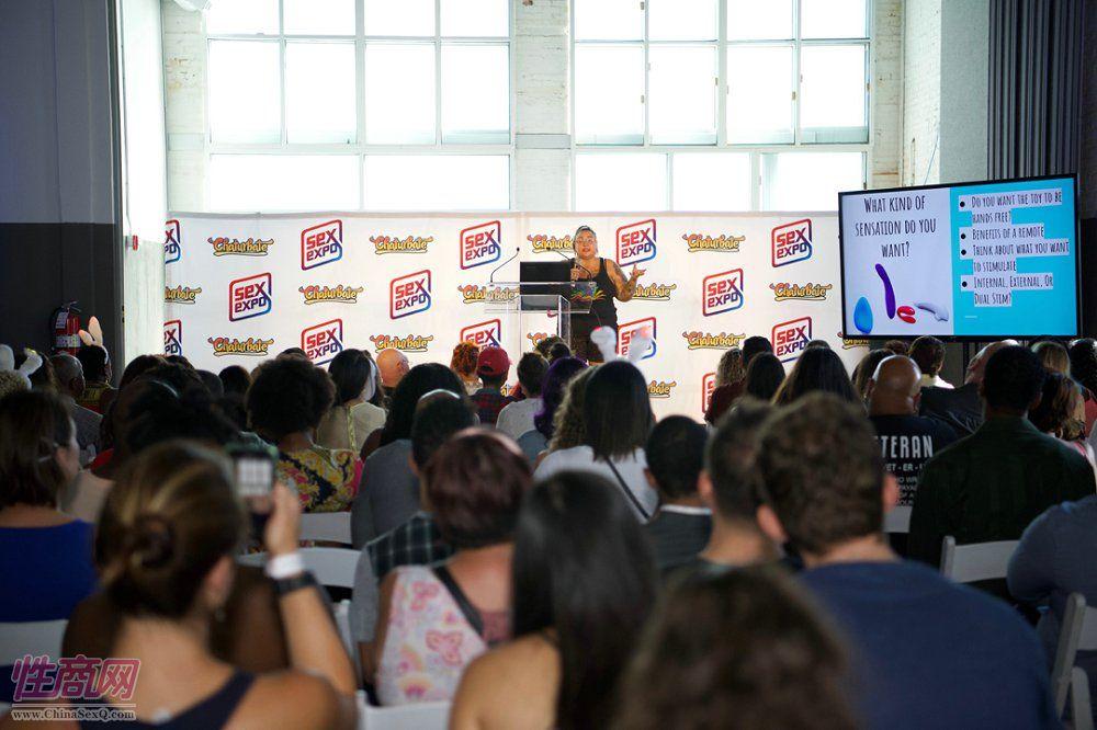现场性教育研讨会吸引了 众多商家学习