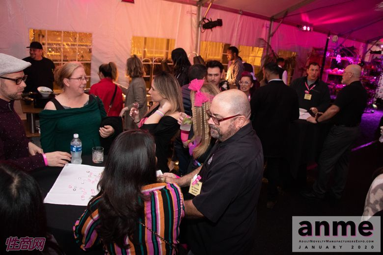 洛杉矶成人展ANME80年代主题派对 (25)