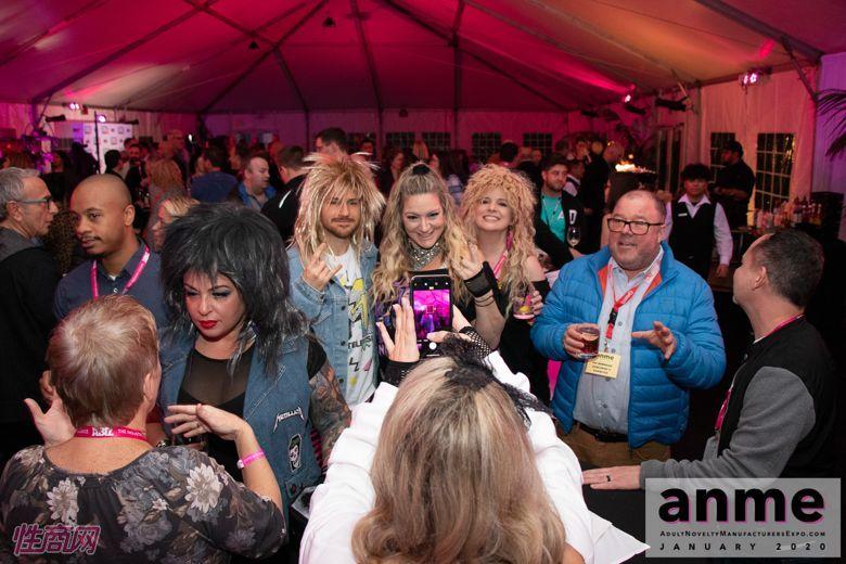 洛杉矶成人展ANME80年代主题派对 (24)