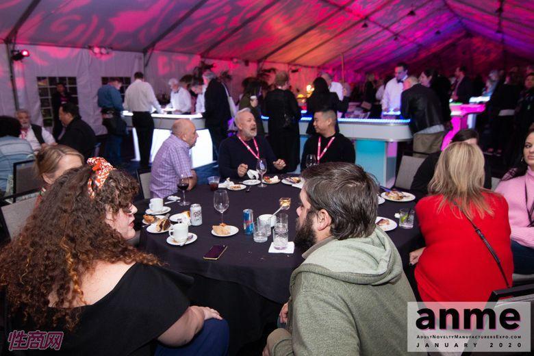 洛杉矶成人展ANME80年代主题派对 (100)
