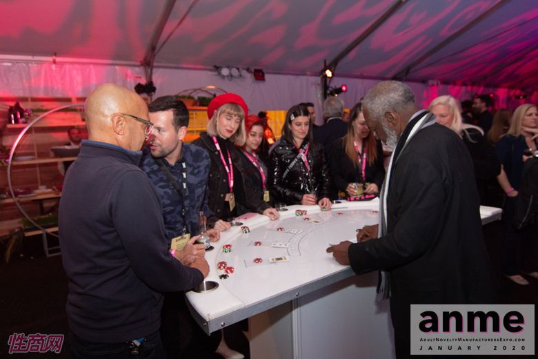 洛杉矶成人展ANME80年代主题派对 (118)