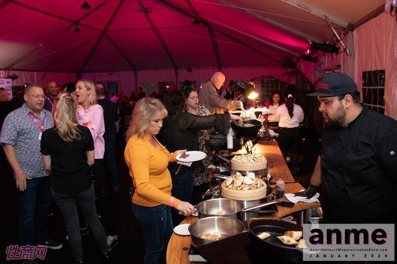 洛杉矶成人展ANME80年代主题派对 (43)
