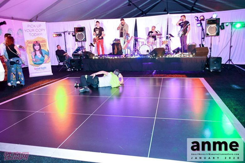 洛杉矶成人展ANME80年代主题派对 (51)