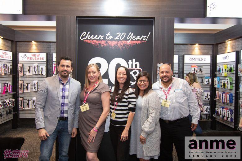 XRBrand工作人员合影,今年是其公司成立的第二十个年