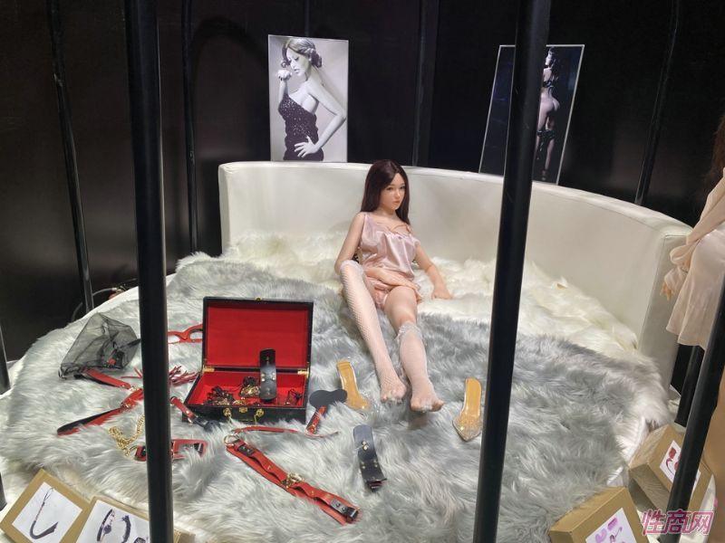 广州性文化节实体娃娃大赏 (63)
