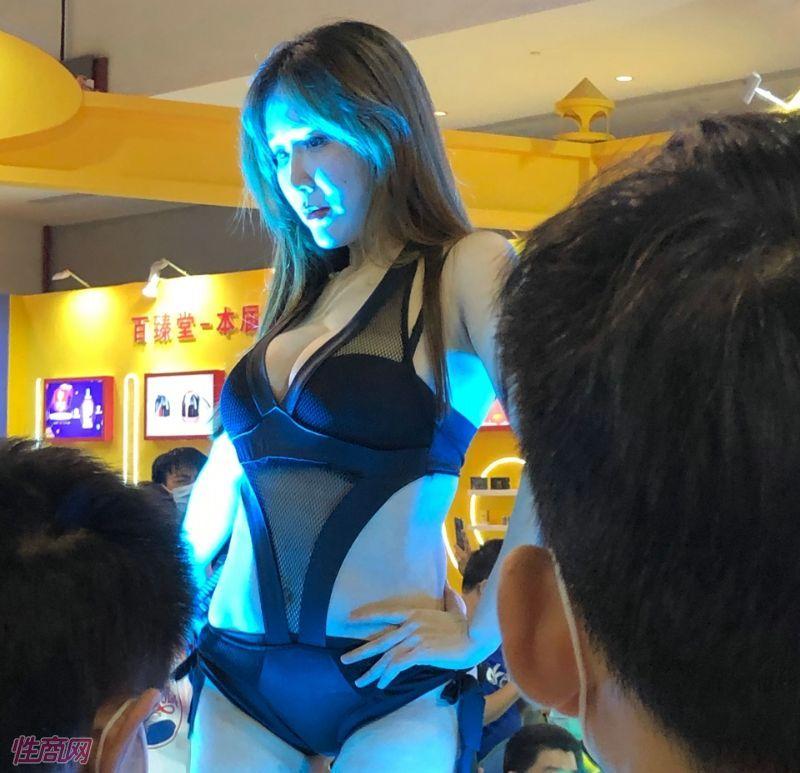 广州性文化节展会模特 (6)