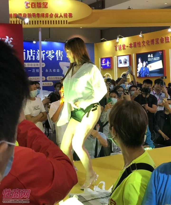 广州性文化节展会模特 (4)