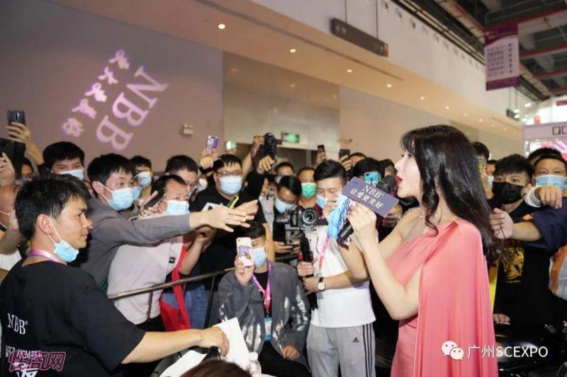 广州性文化节展会模特 (11)
