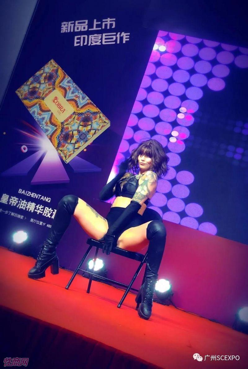 广州性文化节展会模特 (26)
