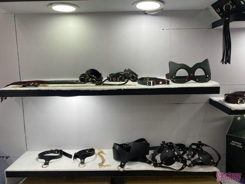 BDSM项圈等皮质玩具
