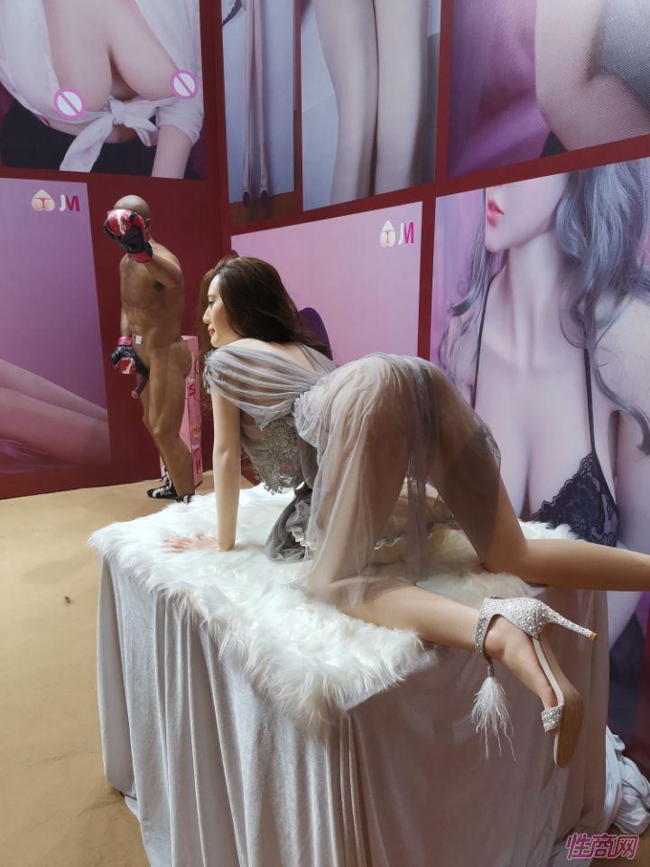 广州性文化节实体娃娃大赏 (5)