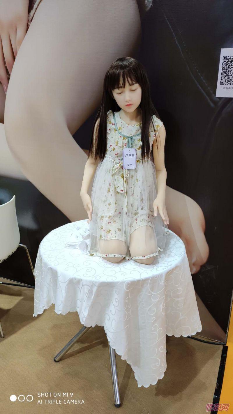 广州性文化节实体娃娃大赏 (8)