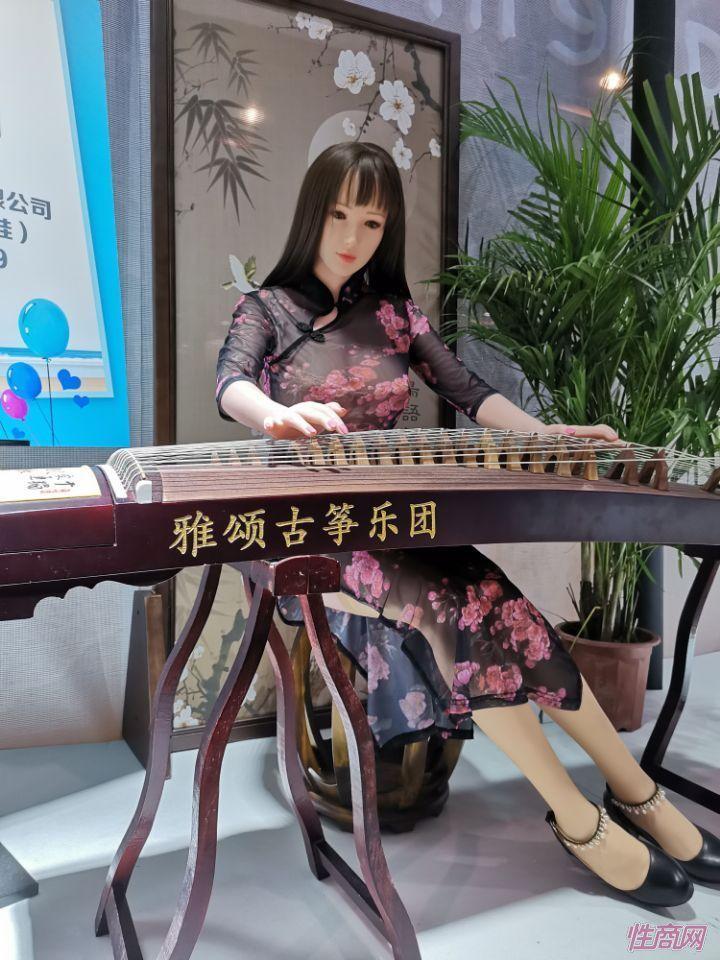 广州性文化节实体娃娃大赏 (9)