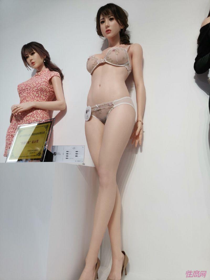 广州性文化节实体娃娃大赏 (18)