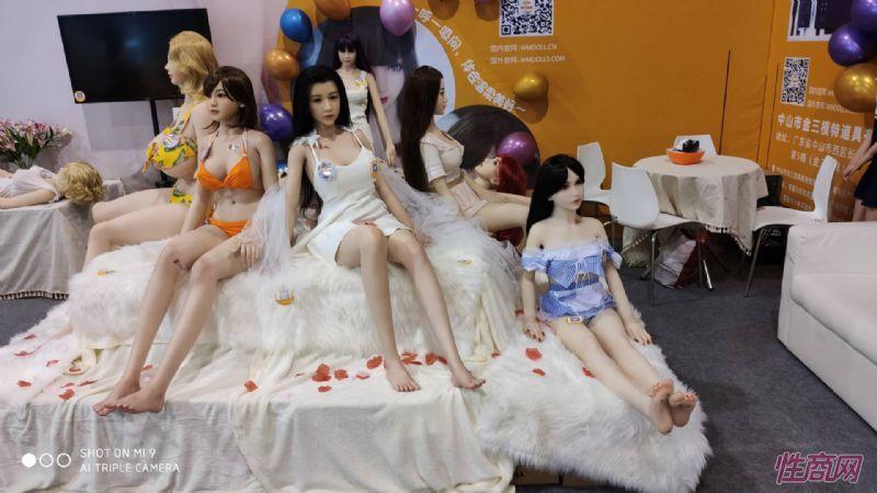 广州性文化节实体娃娃大赏 (21)