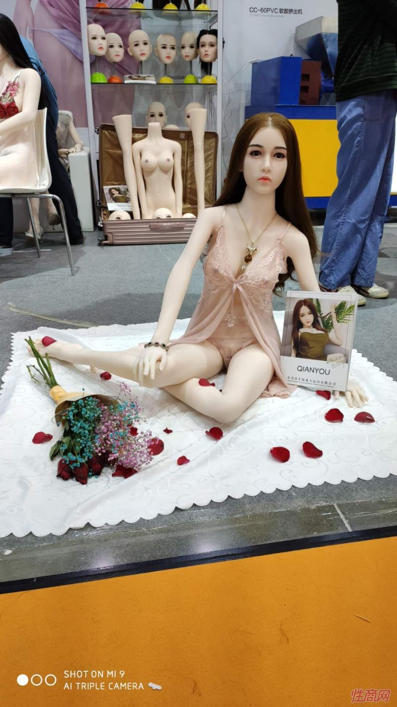 广州性文化节实体娃娃大赏 (26)