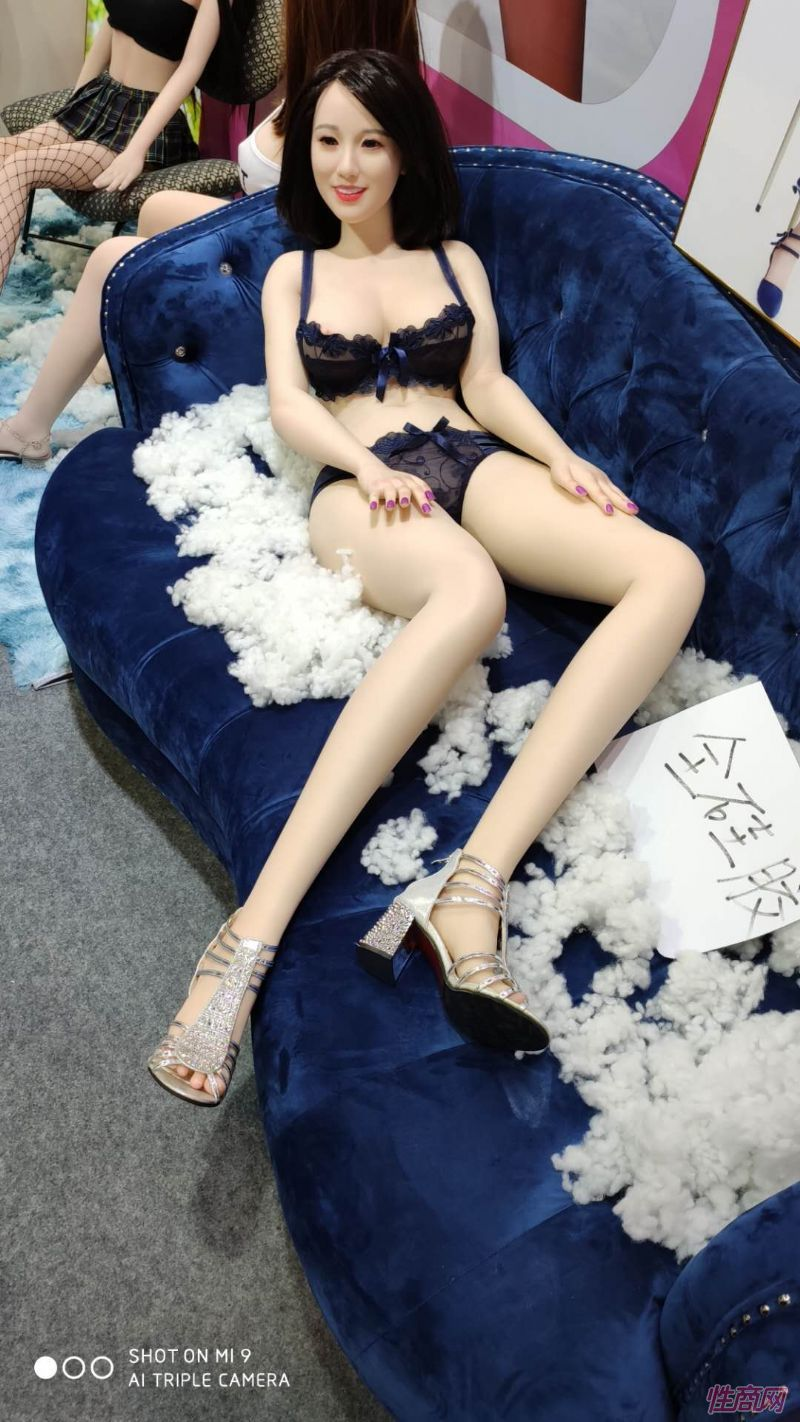 广州性文化节实体娃娃大赏 (32)