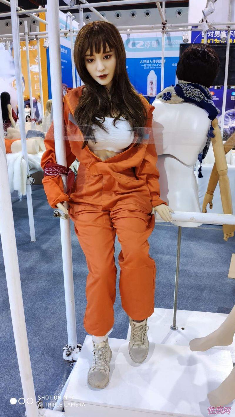 广州性文化节实体娃娃大赏 (34)