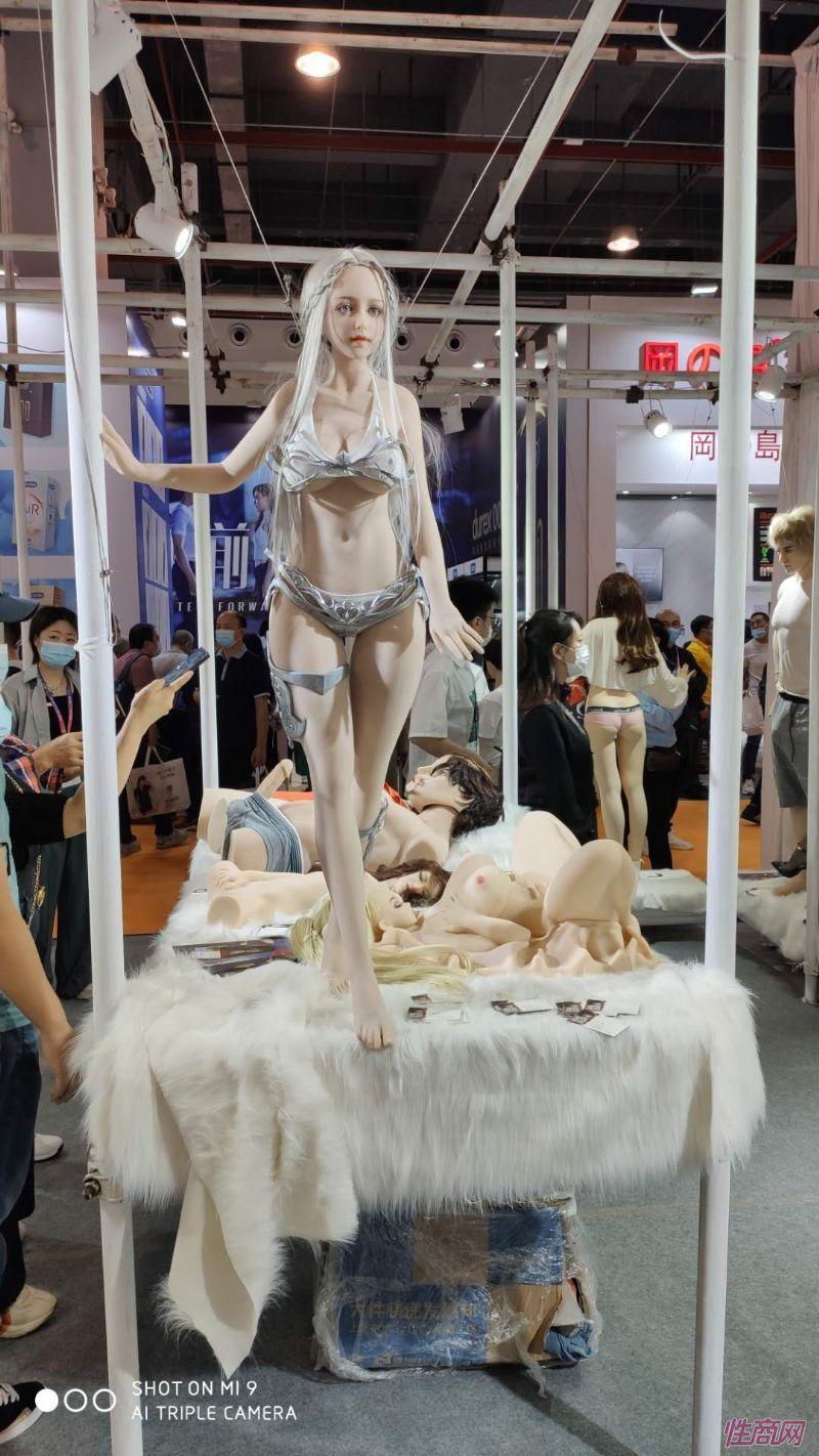 广州性文化节实体娃娃大赏 (36)