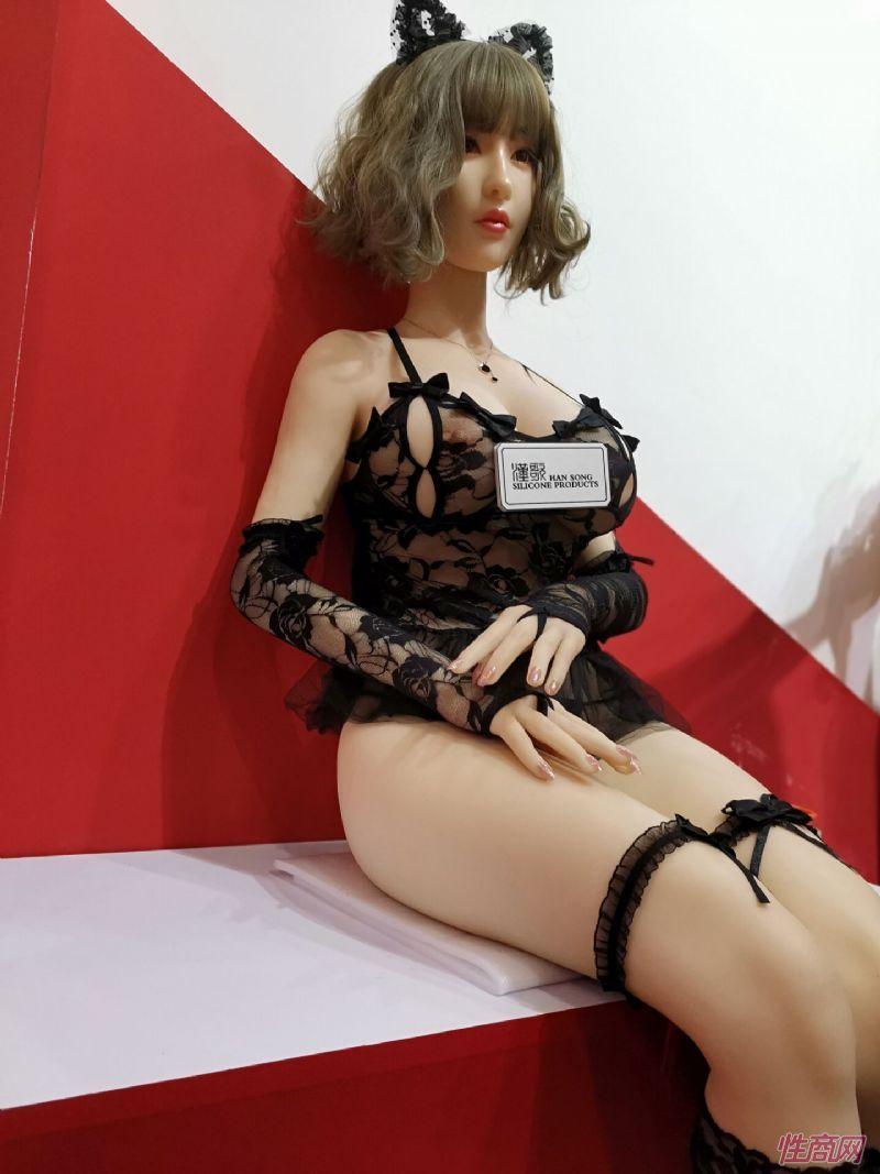 广州性文化节实体娃娃大赏 (37)