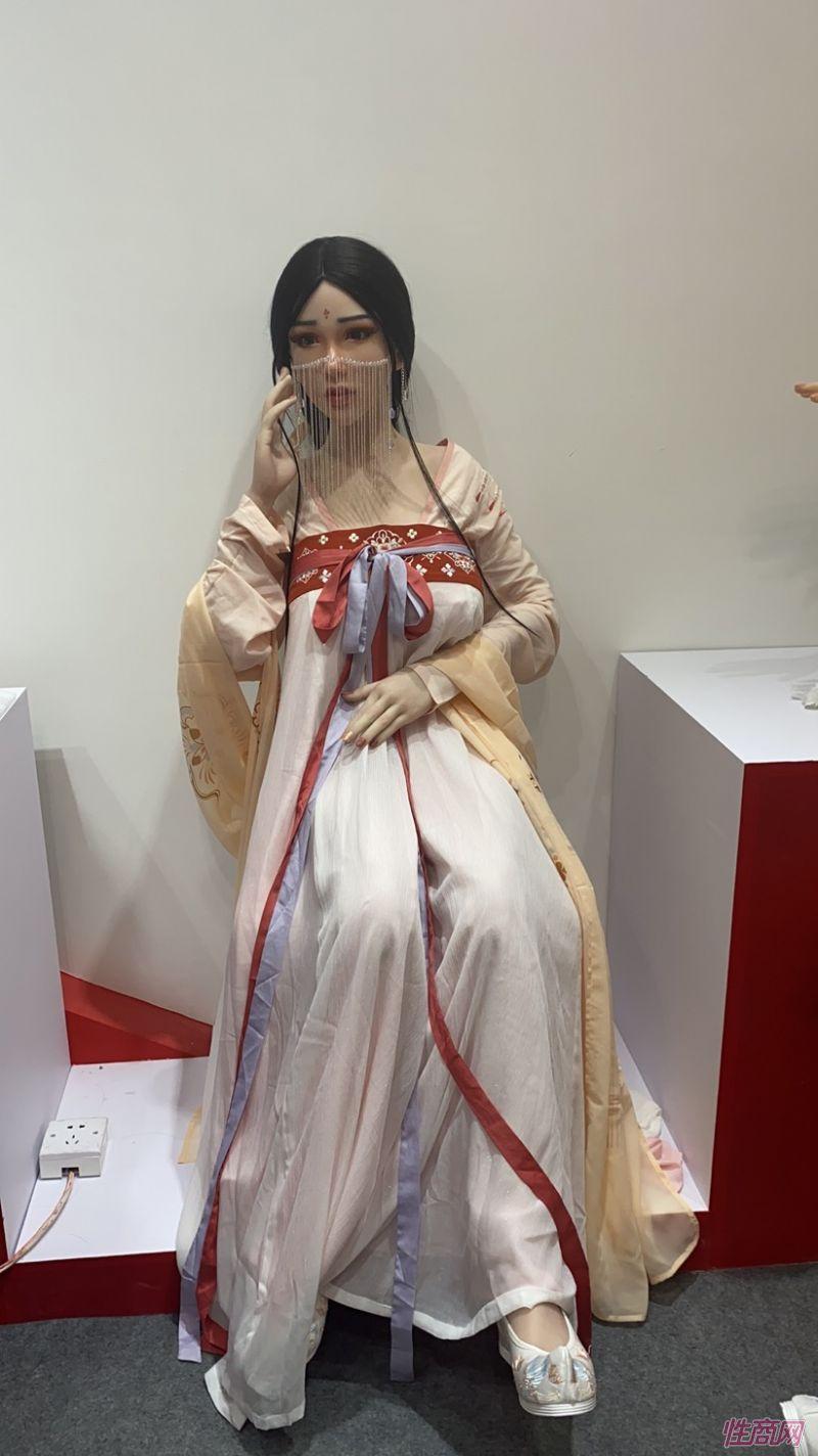 广州性文化节实体娃娃大赏 (38)