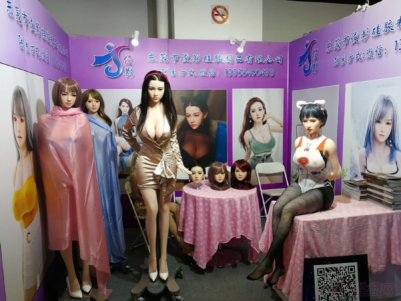 众多款式的娃娃,可以自由更换头型